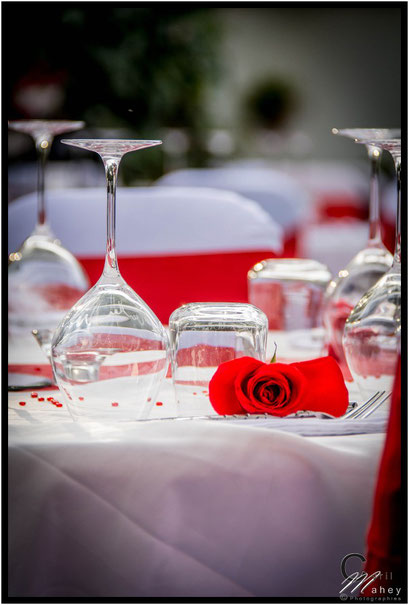 décoration de table roses rouge