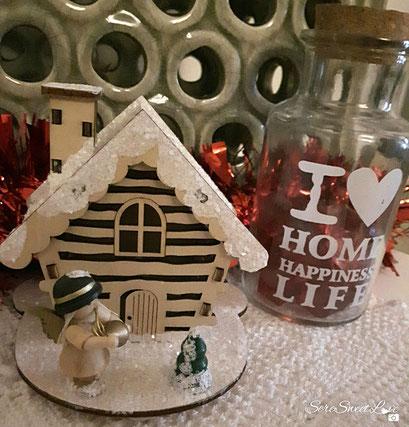 casetta natalizia e bottiglietta  con scritta shabby