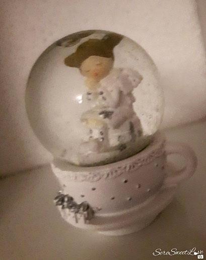 palla di vetro  con angioletto  dentro tazza shabby