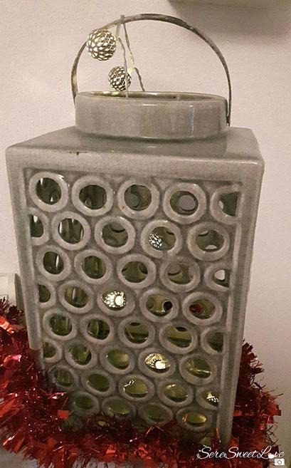 Lanterna shabby impreziosita di palline di luci luminose