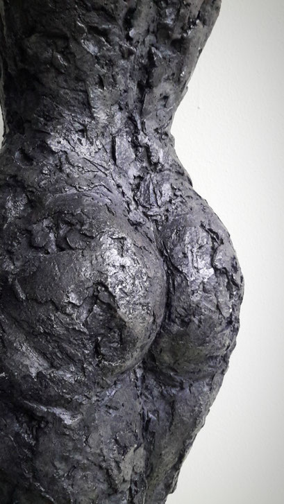 Sophie (detail) - aluminiumcement - 55 x 24 x 15 cm