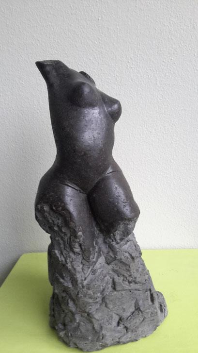 Rotsdans - granito - 31 x 14 x 16 cm