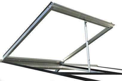 Optimale Belüftung durch grosses Dachfenster mit Handaufsteller oder automatisch