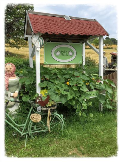 Landhausdekoration, Logo, Gartendekoration, Gartendeko, Bäuerin, Fahrrad, Eingang