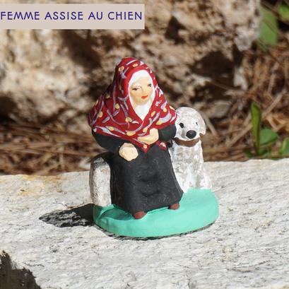 femme assise au chien