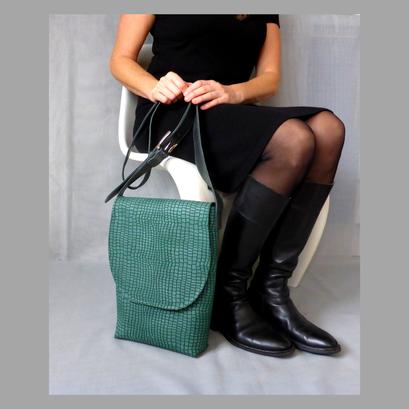 Herrentasche Green Python an-der-Frau :)