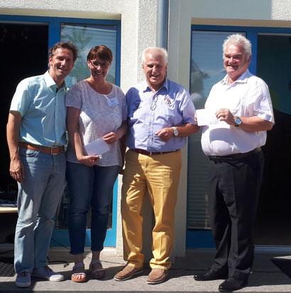 Foto von links: 1. Bürgermeister Peter Kreß, KiGa-Leiterin Tanja Kraus, Spender Dipl-Ing. E. W. Kopp und 2. Bürgermeister Richard Pfannmüller