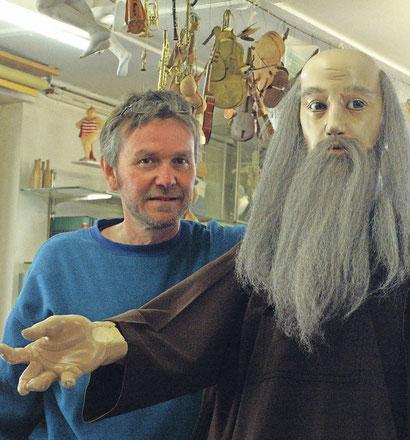 Links im Bild sein Schöpfer, François Junod. Foto: Urs Buess.