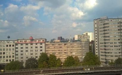 Sicht auf den Fernsehturm und auf das Willy-Brandt-Haus