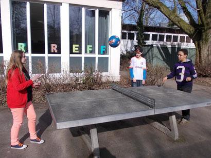 Spielen vor dem Schülertreff