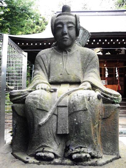 向かって左  壮年の隋神像