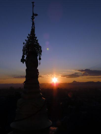 Sonnenuntergang von der Thiri Mingala Taungweh Pagode