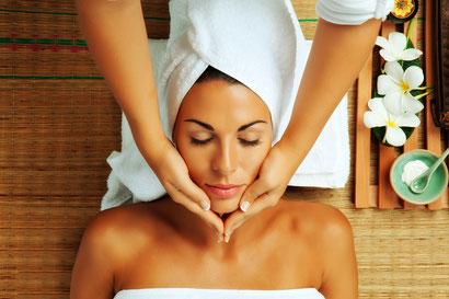 Gesichtsbehandlung, Hochwertige Produkte, Verwöhnen, Loslassen, Entspannen