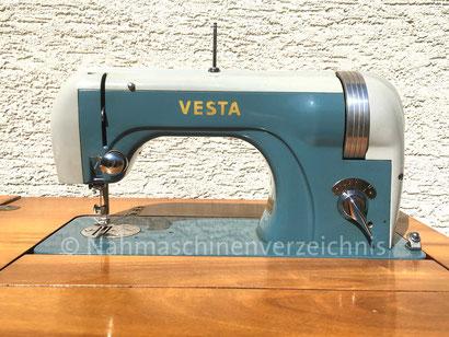 """Vesta 576 """"Vestalette"""", Flachbett-Geradestich-Haushaltsnähmaschine, Einbaumotor mit Reibradantrieb, WEBA-Werke KG, Ober-Ramstadt (Bilder: Nähmaschinenverzeichnis)"""