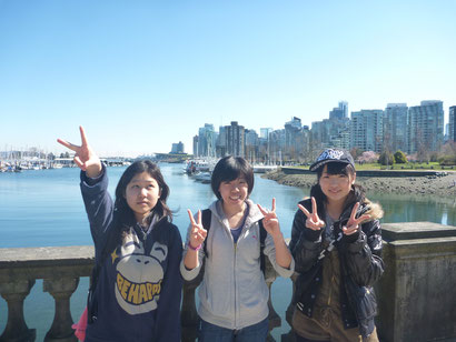Coal Harbour を背景に