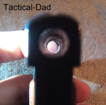 Mündungsansicht der Pistole. Der Lauf der 1. Variante von der Wadie Pistole hat keinerlei Laufsperre.