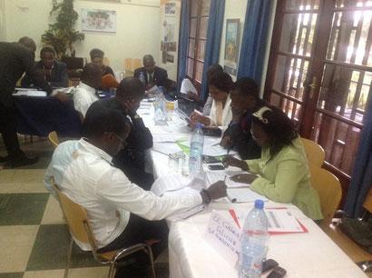les journalistes se penchent sur l'avant projet de loi