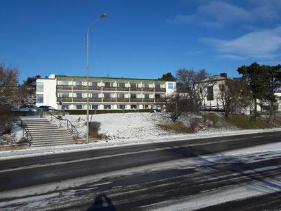 Das Skärgårdshotel vom Hafen aus gesehen.