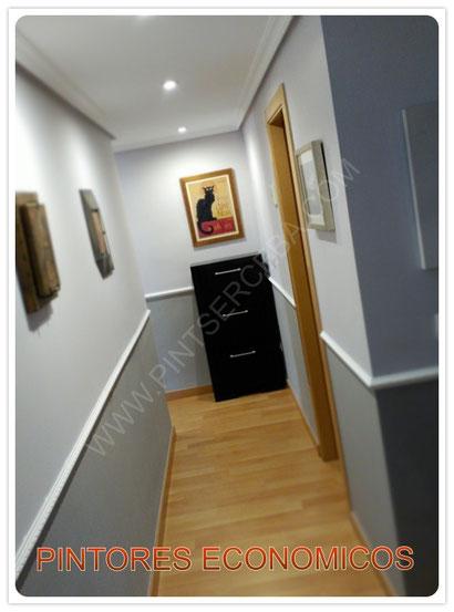 La clave está en elegir dos tonos contrastados que jueguen con la luz y los volúmenes, y que se lleven bien entre ellos. El color más fuerte puede destacar puntos concretos de las estancias, como esquinas, columnas, paredes frontales…