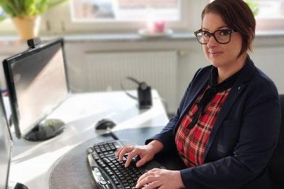 Versicherungsmaklerin Alexandra und Natalie