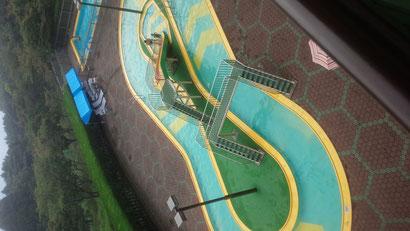 ホテルのプールの写真