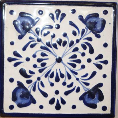 Azilejo Talvera de Puebla en Medida de 10.5 x 10.5 cm. aproximadamente.