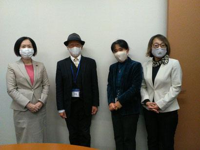 ・日本共産党 畑野君枝議員(写真 左)