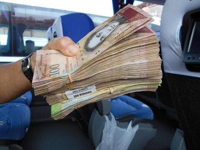 das sind 60,-- US-Dollar - gewechselt in Bolivares, hoffentlich kein Falschgeld!