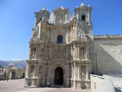 """Kirche """"La Soledad"""", eine der unzähligen Kirchen"""