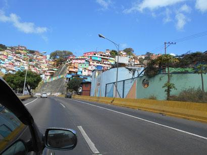 Caracas-Slums – auf dem Weg zum Flughafen