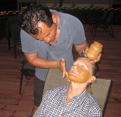 Maske aus Vulkanerde