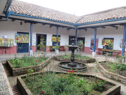 wunderschöne Innenhöfe in den alten Kolonialhäusern
