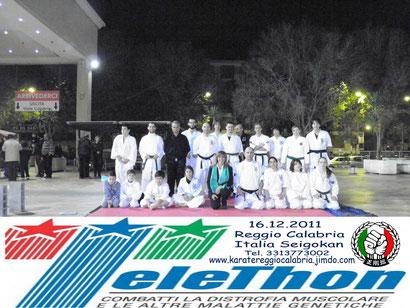 16.12.2011 Reggio Calabria .  In qualche modo, anche noi abbiamo dato il nostro contributo per Telethon. Dimostrazione riuscita grazie a tutti gli allievi che hanno partecipato attivamente o anche come spettatori.