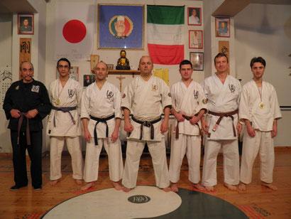 Foto di gruppo esami in dojo Italia Seigokan  18/02/2011