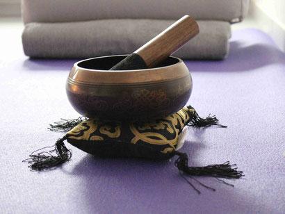 Yoga und Klang unterstützen die Einheit von Körper, Geist und Seele
