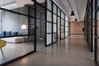 cloisons en verre : organiser les espaces de bureaux avec les cloisonneurs et la Miroiterie Capel
