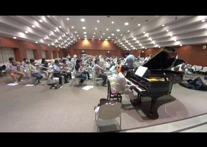 八幡市文化センターにて、初練習の様子。八幡市民オーケストラの皆さんと。