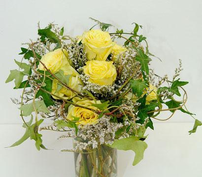 Blumenstrauß mit gelben Rosen