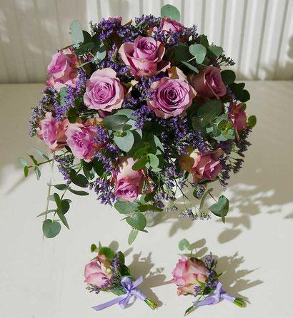 Hochzeitsfloristik Wien Anstecker und Brautstrauß passend