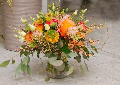 Blumenstrauß  Wien orange Ginster