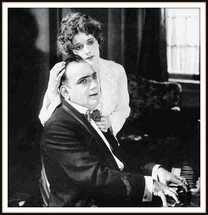 """Una immagine dal film muto """"THE SPENDID ROMANCE"""" con l'attrice Charlotte Yves (USA 1919) - Il film è andato perduto"""