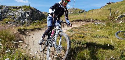 Fahrtechnik und Skills-Training direkt auf dem Trail