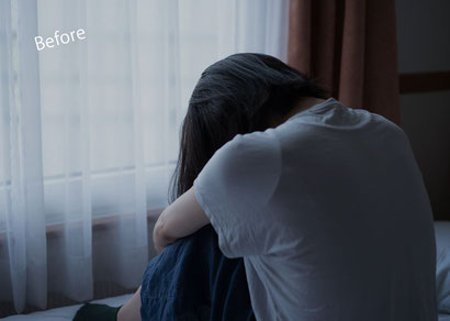 いじめに耐えられず辛さから部屋にひきこもる少女