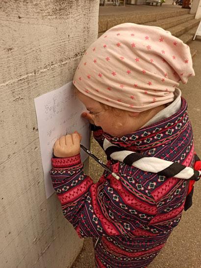 Die Kinder freuen sich über die Abwechslung draussen. Bild: Katrin Oberholzer