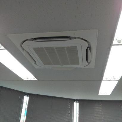 ストリーマ除菌ユニット付きのエアコン設置済