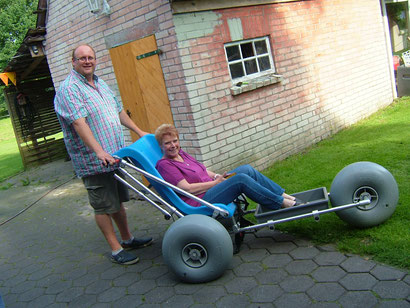 Puppenspielerin Barbara Petersen durfte das Wattmobil auch ausprobieren.