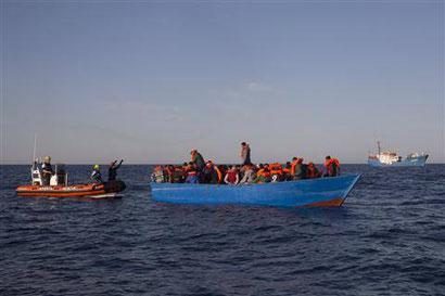 +++ Erster Einsatz 2017 - 110 Menschen an Bord +++ Heute morgen wurde unsere Crew für den ersten Einsatz 2017 geweckt. Ein Holzboot mit 110 Personen wurde zusammen mit der Golfo Azzurro von Proactiva Open Arms gerettet. Alle Geretten sind wohlauf.