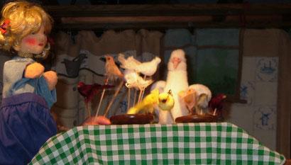 Die Vögel helfen Ella die Linsen zu sortieren.