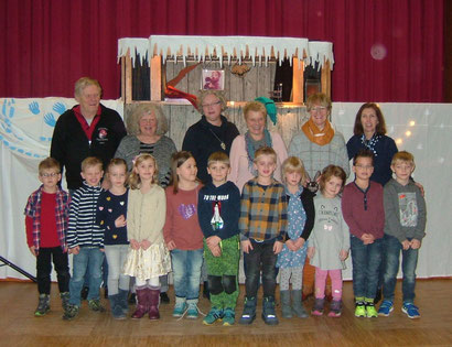 Aufführung im Rathaussaal Filsum mit kleinen Musiker*inne*n des Kindergartens Detern