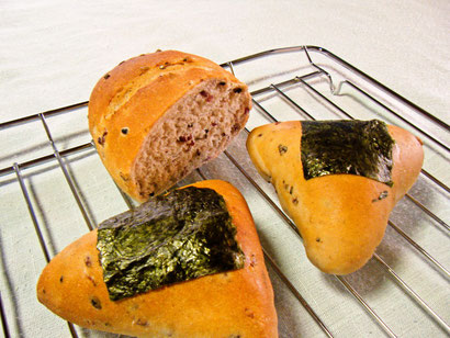 五穀米パンとおにぎりパン